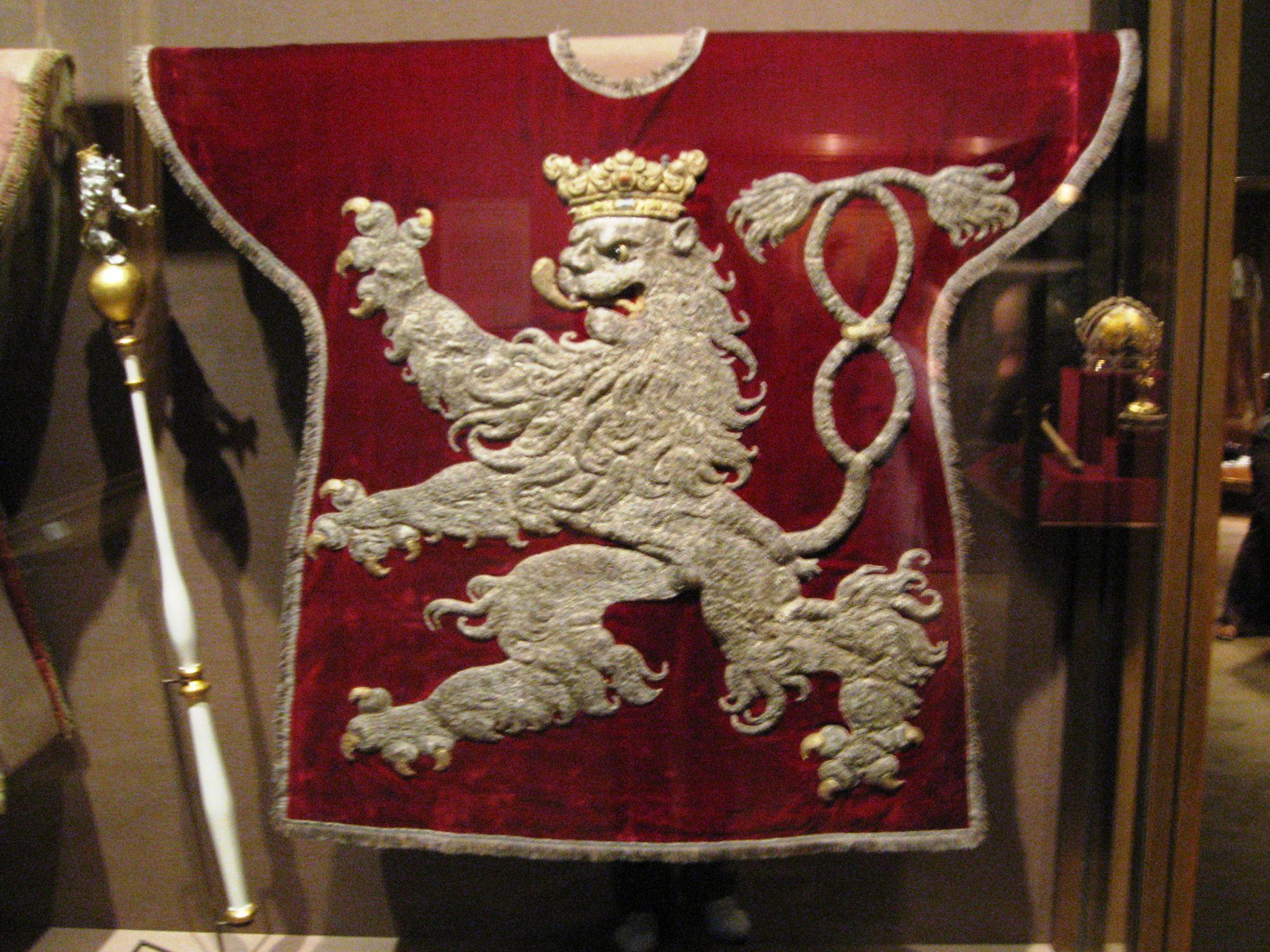 Tabard herolda Českého království - tradiční oblek heraldů.