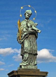 Socha Jana Nepomuckého na Karlově mostě