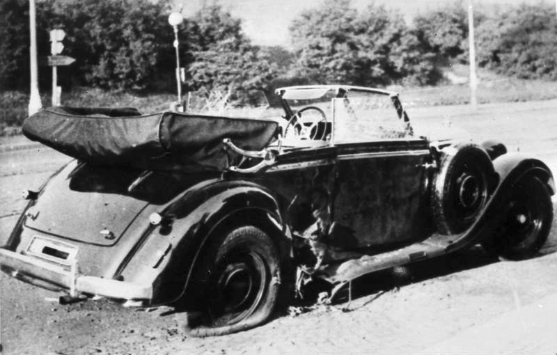 Zničené vozidlo Reinharda Heyndricha